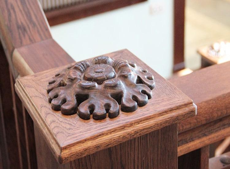 Декоративный элемент покрытый лаком на водной основе