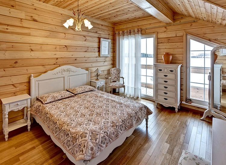 Покраска лаком на водной основе спальни