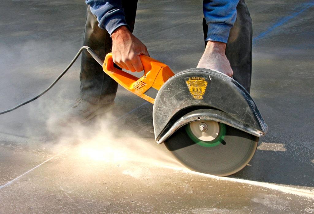 Нарезание швов по бетонному полу